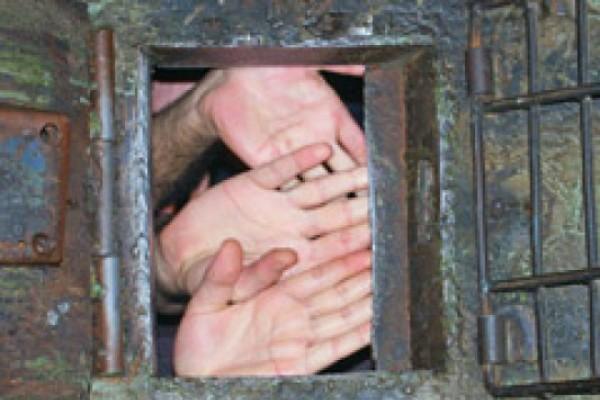 """""""ერთმაც რომ გაბედოს შეპასუხება, საკანში ყველა პატიმარს ფიზიკურად უსწორდებიან"""""""