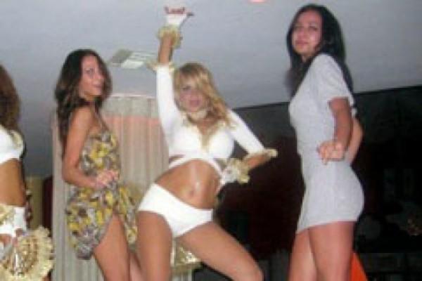 ქართველი მინისტრი ღამის კლუბში გადაღებული ფოტოს გამო წუხს