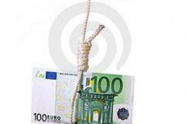 საჯარო მოხელეები ამტკიცებენ, რომ ხელფასები შეუმცირეს და პრემიები მოუხსნეს