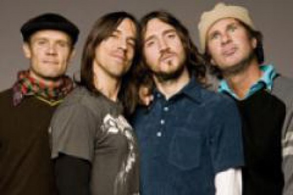 Red Hot Chili Peppers ბრიტანულ ჩარტებს იპყრობს