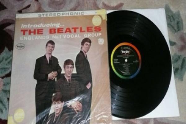 """The Beatles""-ის უცნობი ალბომი აუქციონზე გაიყიდა"