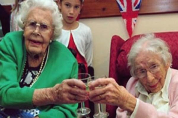 213 წელი - ბრიტანელი დები გინესის რეკორდების წიგნში შეიყვანეს