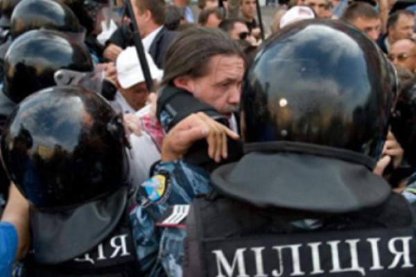 """კიევში """"რუსული ენის შესახებ კანონს """" აპროტესტებენ"""