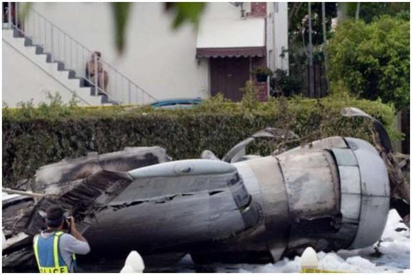 აშშ-ში თვითმფრინავი საცხოვრებელ სახლებს დაეცა