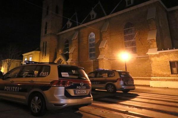 თავდასხმა ვენის ეკლესიაზე - დაჭრილია 5 სასულიერო პირი