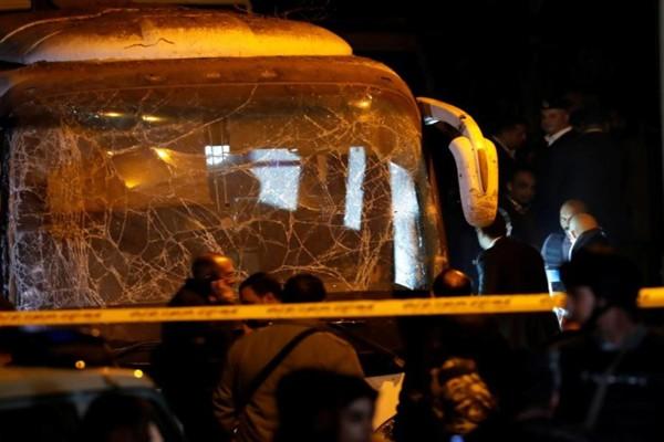 გიზას პირამიდასთან ტურისტების ავტობუსი ააფეთქეს - დაღუპულია 2 და დაჭრილია 10-ზე მეტი ადამიანი