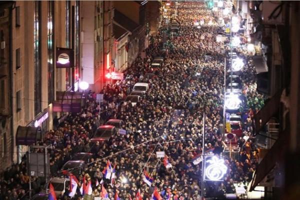 სერბეთში პრეზიდენტის გადადგომასა და როგგარეშე საპარლამენტო არჩევნებს მოითხოვენ