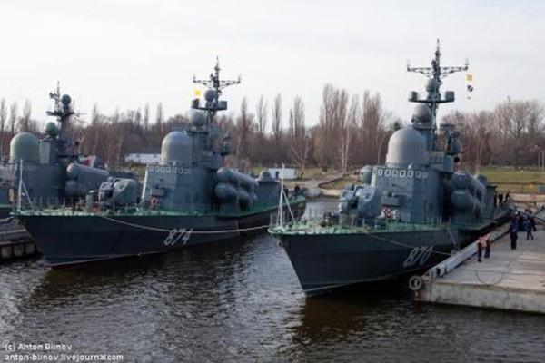 დაპირისპირება აზოვის ზღვაში - 100 რუსული სამხედრო გემი 4 უკრაინულის წინააღმდეგ