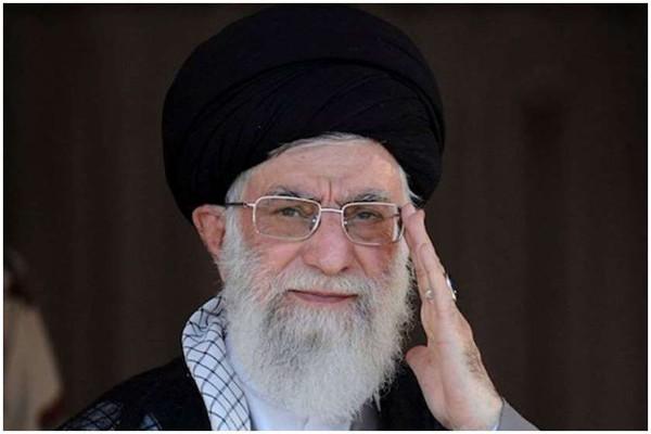 """ირანის სულიერმა ლიდერმა ამერიკელ პოლიტიკოსებს """"პირველკლასელი იდიოტები"""" უწოდა"""
