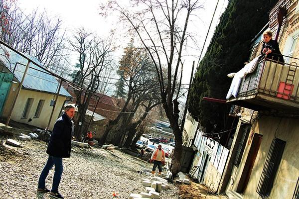 ვეშაპურის ქუჩაზე საგზაო სამუშაოები მიმდინარეობს