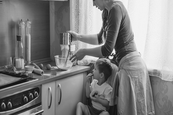 სახლში ბავშვებთან ყოფნა და მათზე ზრუნვა უფრო რთულია, ვიდრე სამსახურში მუშაობა - ექსპერტთა დასკვნა