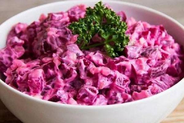 ნამდვილი გურმანებისთვის - ასე შეკმაზული ჭარხლის სალათა ნამდვილი შედევრია!