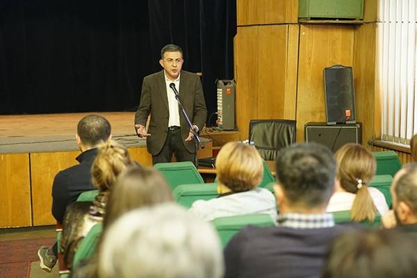 საპენსიო სააგენტოს დირექტორი საქართველოს რკინიგზის 200-მდე თანამშრომელს შეხვდა