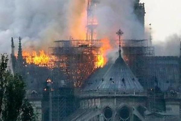 პარიზის ღვთისმშობლის ტაძარი ხელოვნურად გადაწვეს? - რას ამბობს ფრანგი მთავარი არქიტექტორი