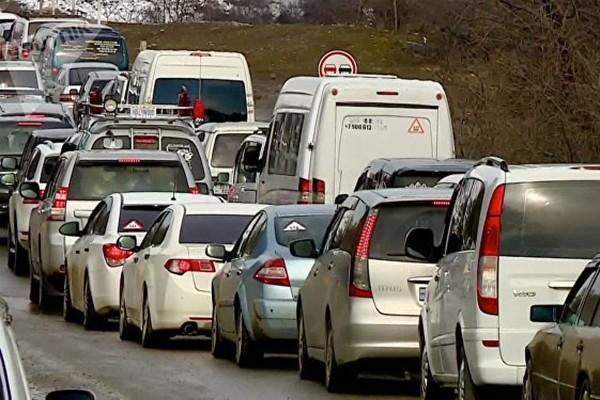 სიძვირე და უზარმაზარი საცობები - ქვეყნის სატრანსპორტო პრობლემები სახეზეა
