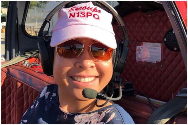 უხელო ქალმა, რომელმაც თვითმფრინავის ფეხებით მართვა ისწავლა, პილოტის ლიცენზია მიიღო