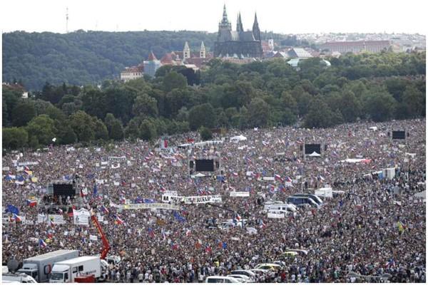 ჩეხეთში 250 ათასმა ადამიანმა პრემიერის თანამდებობიდან გადადგომა მოითხოვა