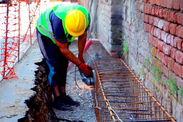 ჩუღურეთის რაიონში, სახლის გამაგრების სამუშაოები მიმდინარეობს