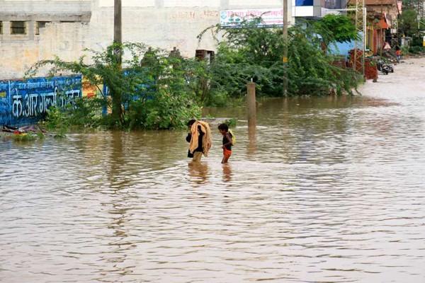ინდოეთში წყალდიდობას 16 ადამიანი ემსხვერპლა
