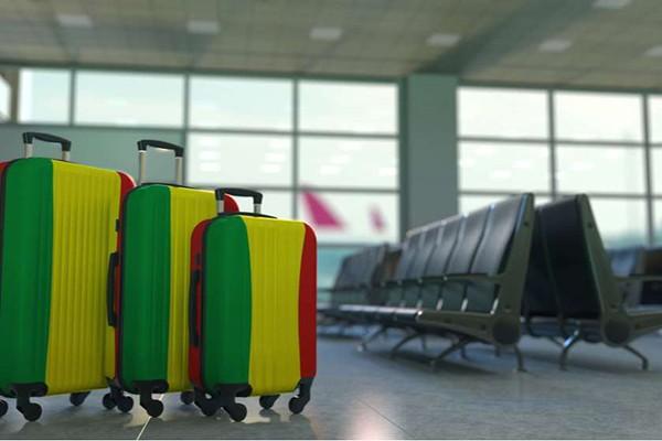 აეროპორტებში მგზავრთა მკვეთრი კლებაა, სამინისტრო ყველაფერს 20 ივნისს აბრალებს