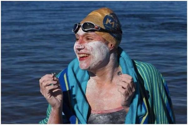სარა თომასი პირველი ქალია ვინც ლა-მანშის სრუტე შეუსვენებლად ოთხჯერ გადაცურა