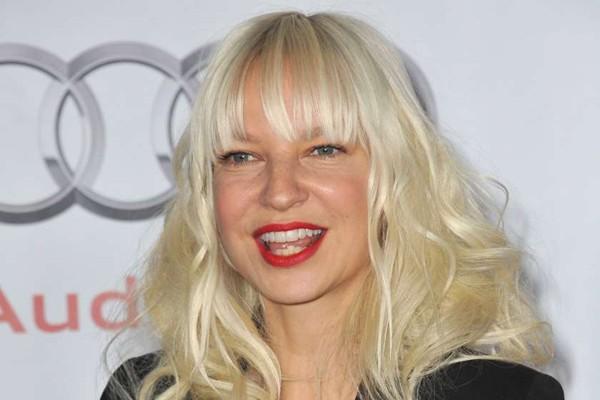 მომღერალ Sia-ს იშვიათი დაავადება აღმოაჩნდა