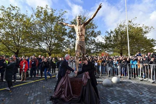 შვედეთში ზლატან იბრაჰიმოვიჩს ძეგლი დაუდგეს