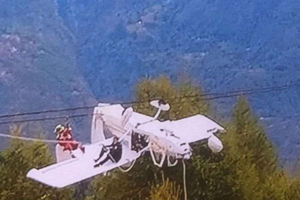ალპებში თვითმფრინავი საბაგიროს შეეჯახა