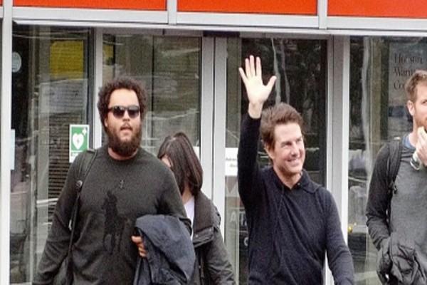 ტომ კრუზის დიდი ხნის შემდეგ ვაჟთან ერთად საზოგადოებაში გამოჩნდა!