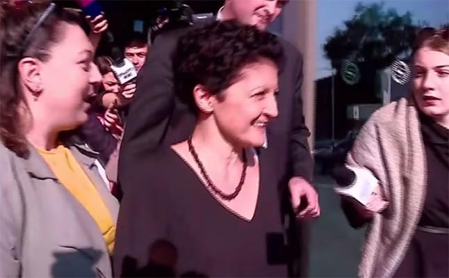 """მედიამ წულუკიანი """"გადაჯეგა"""" - მინისტრი ჟურნალისტების ალყაში (ვიდო)"""