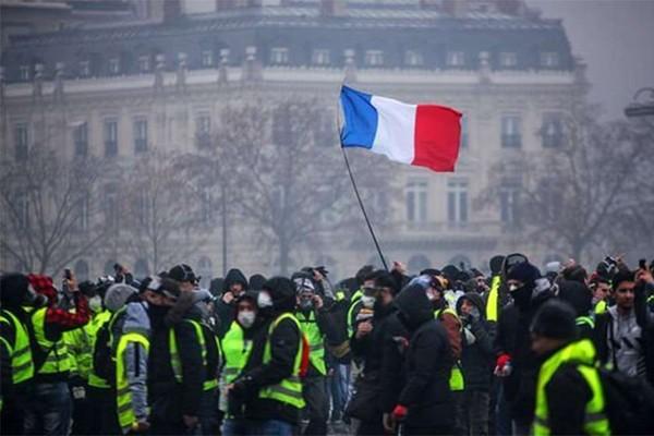 """""""ყვითელი ჟილეტების"""" გამო პარიზში 20-ზე მეტი მეტრო სადგური დაიკეტა"""