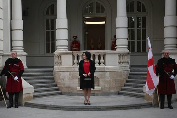 """""""ჩვენი პრეზიდენტის სასახლე ხუთჯერ დიდია, ვიდრე ჰოლანდიის მეფის სახლი"""""""