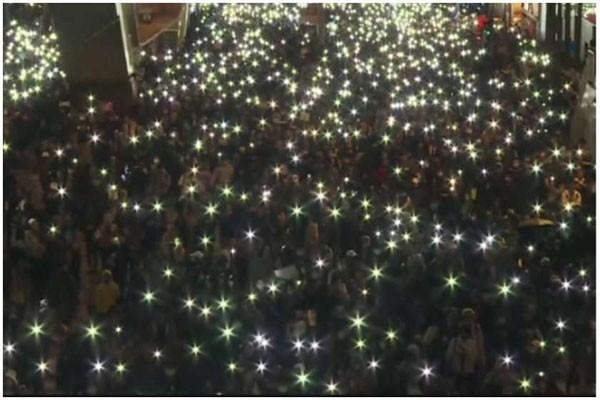 ორგანიზატორების თქმით ჰონგ-კონგში აქციაზე 800 000-მდე ადამიანი მონაწილეობდა