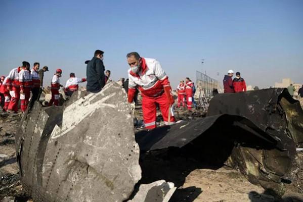"""ირანი თეირანში ჩამოგდებული უკრაინული თვითმფრინავის """"შავ ყუთებს"""" კიევს გადასცემს"""