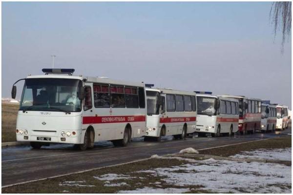 უკრაინაში კორონავირუსის საფრთხის გამო ჩინეთიდან ევაკუირებულების ავტობუსებს თავს დაესხნენ