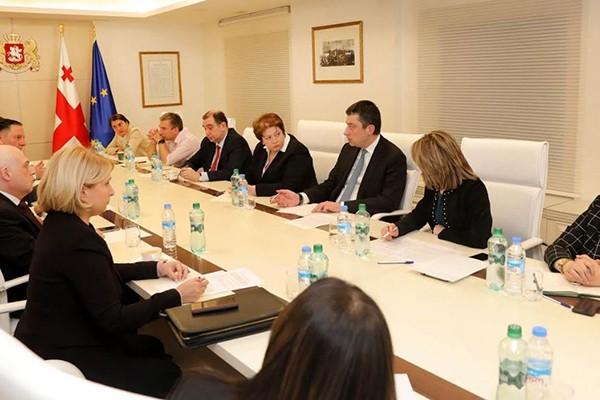 პრემიერ-მინისტრმა საქართველოში კორონავირუსის პირველივე შემთხვევის დაფიქსირებისთანავე საგანგებო უწყებათაშორისი საკოორდინაციო ჯგუფი შექმნა