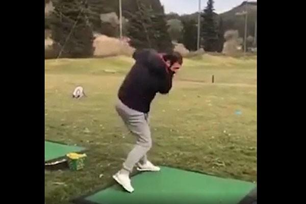 მამუკა გორგოძე გოლფის თამაშს ცდილობს (ვიდეო)