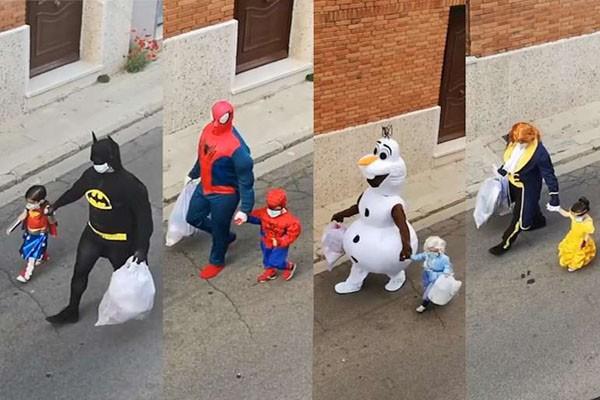 ესპანელი მამა-შვილი ნაგვის გადასაყრელად მულტფილმების გმირების კოსტუმებში დადის