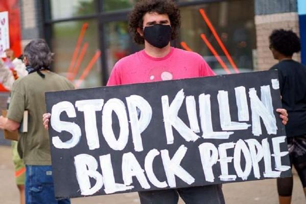 აშშ-ის მინესოტას შტატის პოლიციელები აფროამერიკელის მკვლელობაში არიან ეჭვმიტანილები