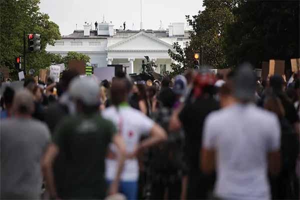 """ვაშინგტონში ეროვნულმა გვარდიამ დემონსტრანტების წინააღმდეგ ე.წ. """"წიწაკის სპრეი"""" გამოიყენა"""