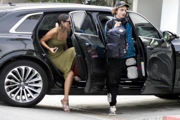 ტიმოთი შალამე ახალ მეგობარ გოგონასთან ერთად ლოს-ანჯელესში დაბრუნდა