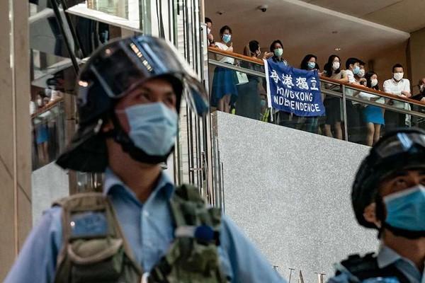 პეკინი ლონდონს ჩინეთის შიდა საქმეებში უხეშ ჩარევაში ადანაშაულებს