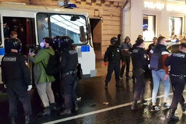 მოსკოვში საკონსტიტუციო ცვლილებების საწინააღმდეგო აქციაზე პოლიციამ 100 დემონსტრანტი დააკავა