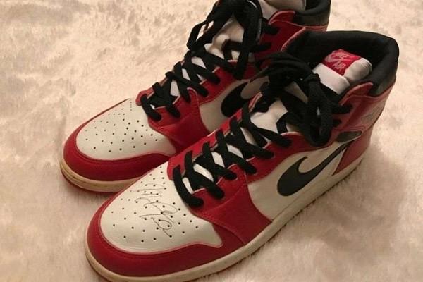 ფეხსაცმელი Air Jordan მაიკლ ჯორდანის ავტოგრაფით აუქციონზე იყიდება