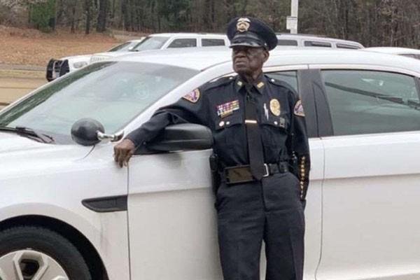 აშშ-ში 91 წლის პოლიციელი პენსიაზე გასვლას არ აპირებს