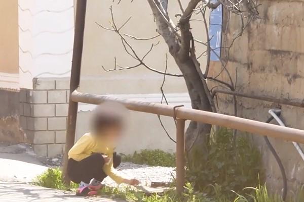 ფონიჭალაში ნარკომოვაჭრეებს ნარკოტიკების რეალიზაციაში ბავშვი ჰყავდათ ჩართული ( ვიდეო)
