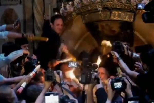 მაცხოვრის საფლავზე წმინდა ცეცხლი გადმოვიდა (ვიდეო)