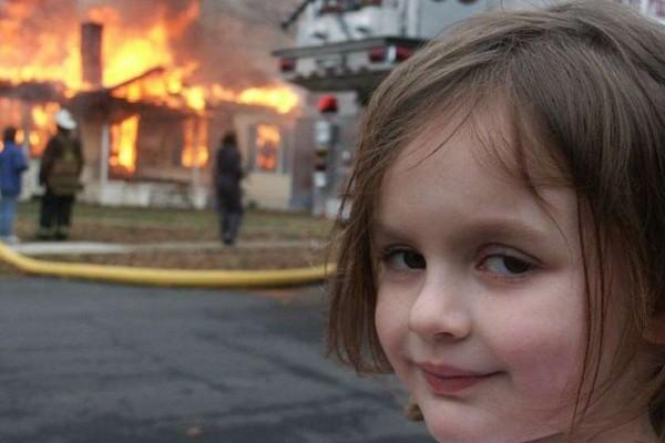 """""""კატასტროფის გოგოს"""" სახელით ცნობილი ფოტოს ციფრული ორიგინალი $473 ათასად გაიყიდა"""