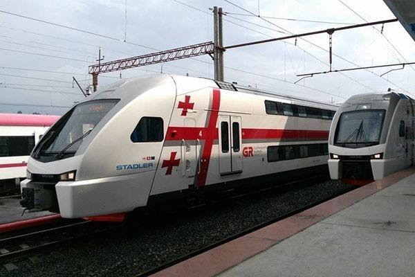 თბილისი-ზუგდიდის მატარებლის მგზავრებმა გზის გაგრძელება ალტერნატიული მატარებლით შეძლეს