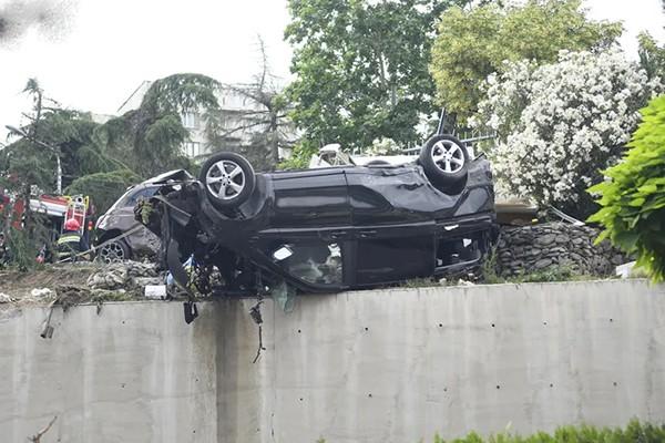 """""""ნიუ ჰოსპიტალსის"""" ეზოში სატვირთო ავტომობილი გადავარდა და რამდენიმე მანქანა მოიყოლა"""
